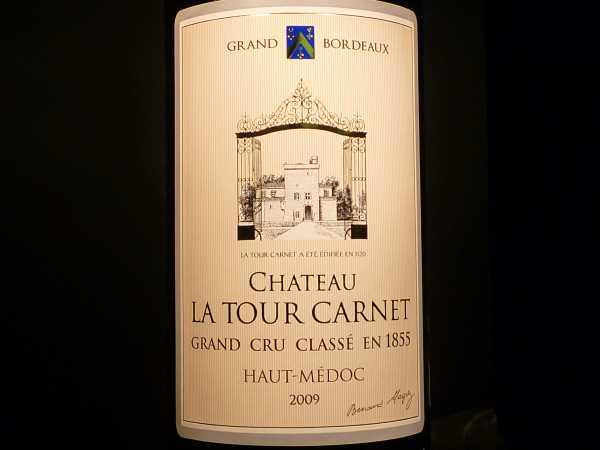 Chat. La Tour Carnet Haut-Médoc 2009